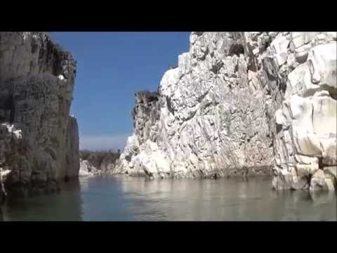 Video Marble Rocks in the bank of Narmada in Bhedaghat, Jabalpur, Madhya Pradesh download in MP3, 3GP, MP4, WEBM, AVI, FLV January 2017