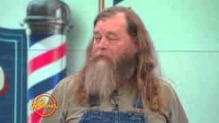 Przez 20 lat chodził z kudłatą brodą i w końcu postanowił to zmienić. Jego metamorfoza zwala z nóg!