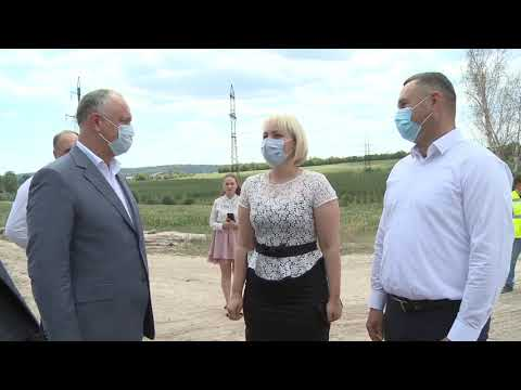 Igor Dodon a inspectat desfășurarea lucrărilor de reabilitare pe porțiunea șoselei regionale L442 Strășeni – Voinova
