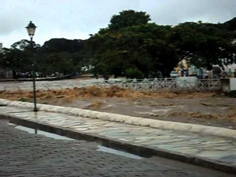Enchente do Rio Vermelho Cidade de Goias 2011 por Kennedy.avi