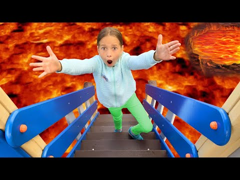 Sofia play on Playground in the Park! The Floor is Lava