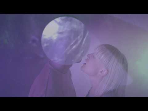 Queen Alaska ::: UNDER MY SKIN (official video) (видео)