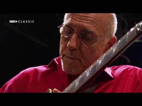 Larry Carlton & SWR Big Band – Room 335