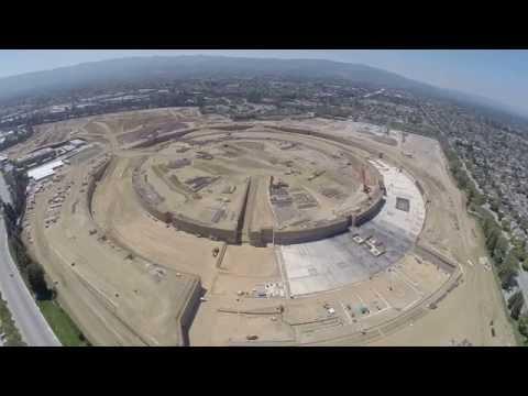 Видео, снимано с летящ дрон, показва строежа на сградата на Apple