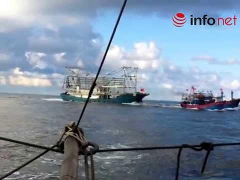 Chấn động: Clip quay cảnh tàu Trung Quốc tàn bạo, đâm chìm tàu cá Việt Nam