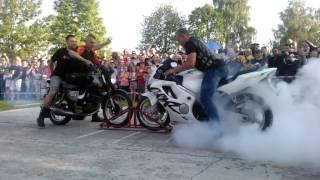Konkretny pokaz siłujących się motocykli! MZ kontra CBR!