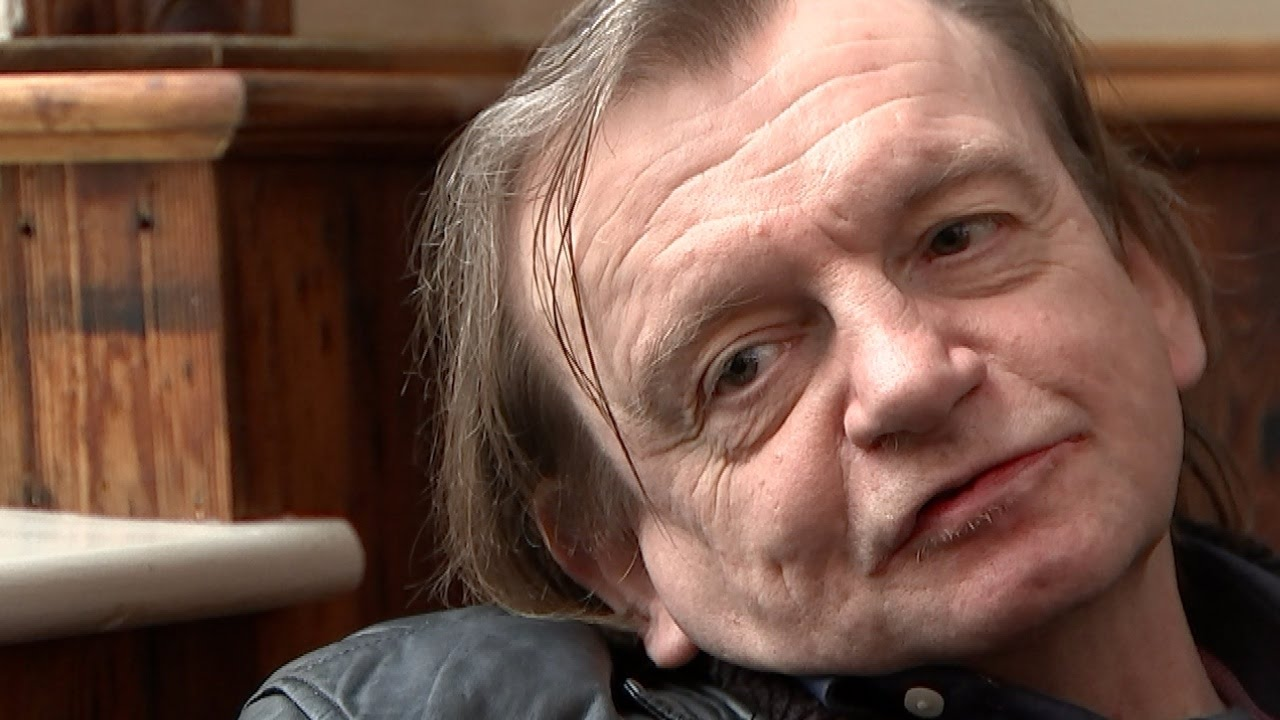 ASKiAN . Mark E Smith on music, politics and refugees Channel 4 News /  Wise Ol' Man ep Release