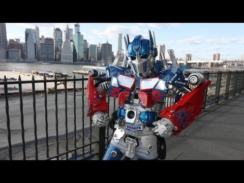 robot - New York's Real Life Transformer Robot SUBSCRIBE: http://bit.ly/Oc61Hj Artist Peter Kokis, from Brooklyn Robot Works turns everyday items into massive Transf...