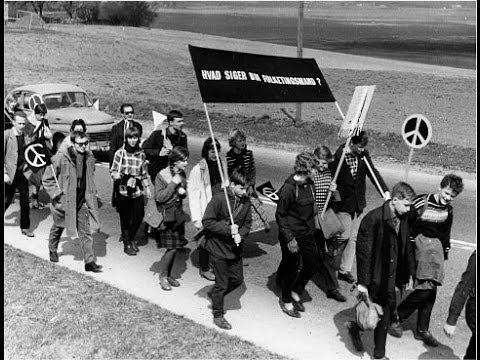 Susie fortæller sin egen historie om at deltage i Påskemarchen fra Holbæk til København i 1961. Susie, 15 år gammel, havde været med til at starte kampen mod atomvåben i Sverige, og hun måtte med i den march i Danmark sammen med sin kusine.