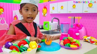 Download Video Mainan Anak Koki Cilik Main Masak-masakan - Serving Cooking Pretend Food Toys MP3 3GP MP4