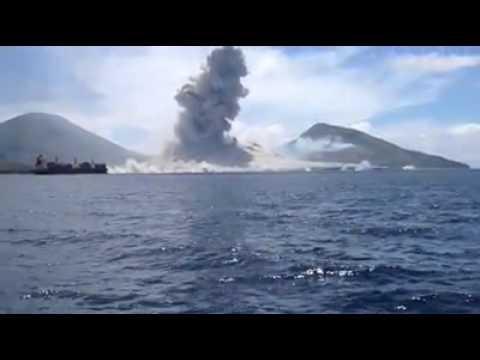 il vulcano tavurvur: impressionante onda d'urto durante l'eruzione!