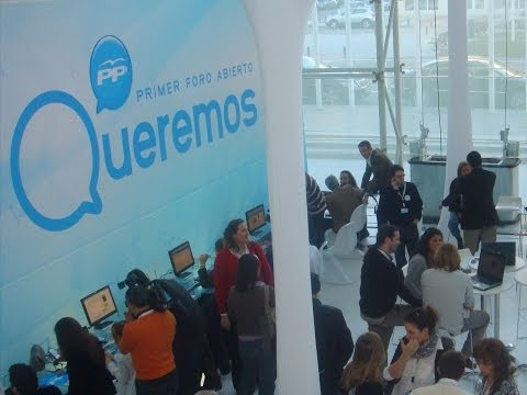 Mariano Rajoy saluda a los usuarios de Facebook