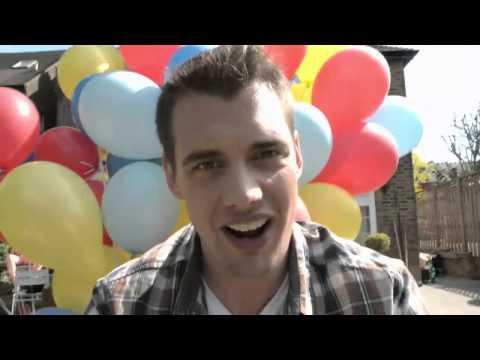 ¿Se puede elevar una persona con globos de helio?