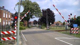 Locatie: NassaustraatTraject: Venlo - RoermondSoort: AHOBRode lichten: 10Bellen: 4Bomen: 2Andreaskruisen: 2Passeren:- GTW-D als ST Roermond → NijmegenVideo is gemaakt op 05-07-17