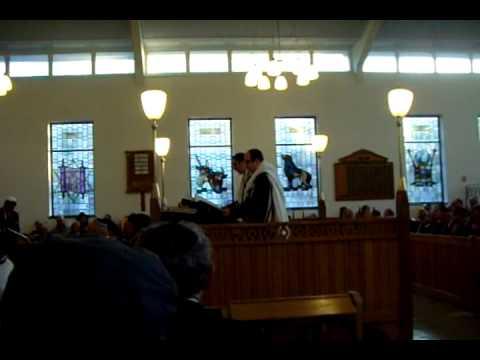 Chazan Adrian Alexander and Chazan Eliot Alderman sing Baruch Habbah