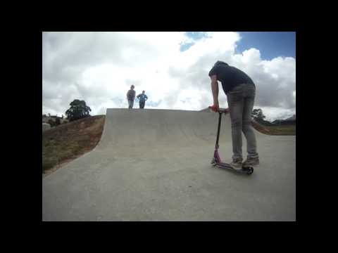 Tom Currie, Ash Wardlaw and Edward Thiele | 3 clips at Beaufort Skatepark