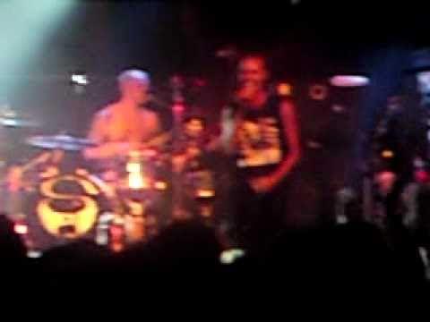 Tekst piosenki Skunk Anansie - Feeling the itch po polsku