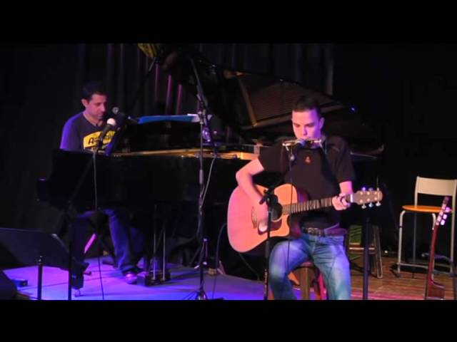 זה המקום שבו זמרים וזמרים יוצרים מקבלים במה וחשיפה פומבית מול קהל באחד המקומות האטרקטיביים בישראל