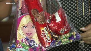 Voluntários arrecadam brinquedos e doces para entregar para crianças carentes