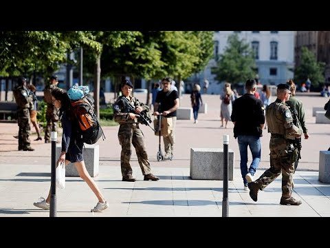 Ανθρωποκυνηγητό για τον δράστη της επίθεσης στη Λυών