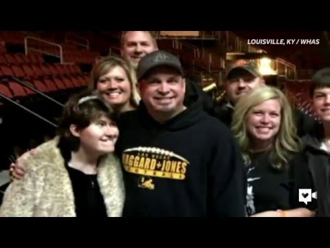 Garth Brooks sings duet with a very special fan