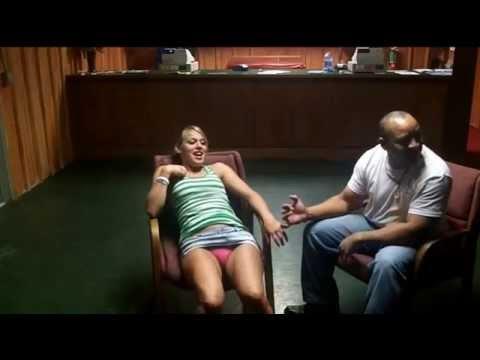 必學阿--神奇催眠術 催眠後讓女性連續潮噴