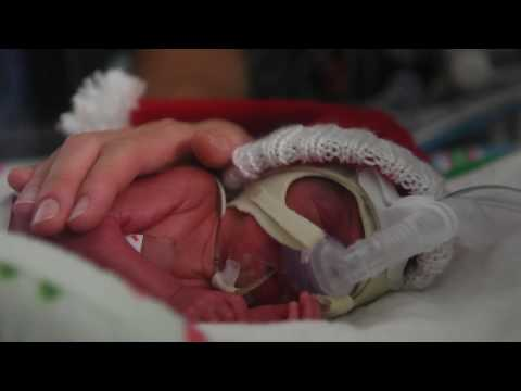 NICU nurses sing holiday carol to preemie baby