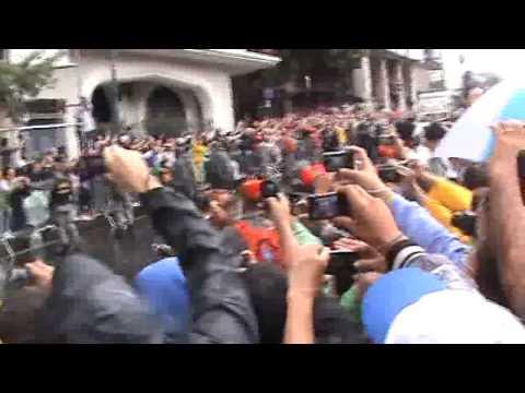 Peregrinos de Virmond esperando a Passagem do Papa Francisco
