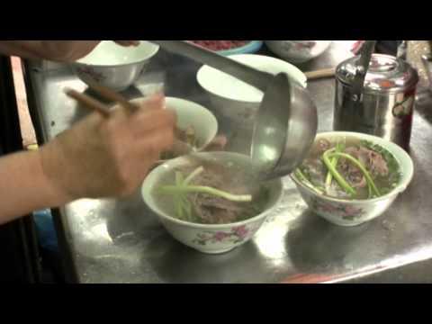 Vietnamese Pho Bo – Beef Noodle Soup Recipe