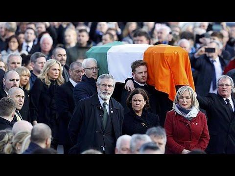Πλήθος κόσμου στην κηδεία του πρώην διοικητή του IRA ΜακΓκίνες