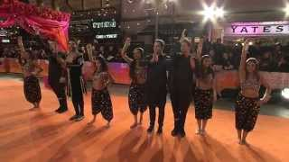 Bollywood Dancers - The Second Best Exotic Marigold Hotel