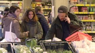 Najszybszy raper świata w sklepie i z rozładowaną baterią w telefonie.