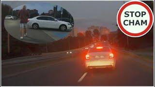 Szeryf pilnuje limitu prędkości i pluje na kierowce…