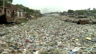 Rzeka śmieci w Delhi – Indie