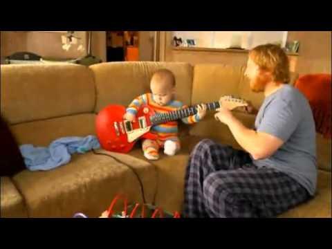 0 Tocando la guitarra con papá