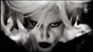 Gülşen - Dillere Düşeceğiz Seninle Video 2010 Şarkısı Dinle