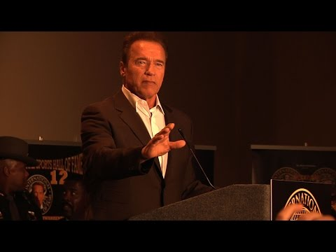 Arnold Schwarzenegger criticize today's bodybuilding – Arnold Classic 2015