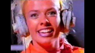 """Comercial da Globo Disk do final da década de 90, com Adriane  Galisteu apresentando alguns dos sucessos da música pop internacional daquela década. Repostagem de vídeo anteriormente postado  aqui no Baú da TV Brasileira.Relembre também o comercial """"The Eighties"""", com  a coletânea de grandes sucessos internacionais da década de 80:https://www.youtube.com/watch?v=_nNz1FeaHNw"""