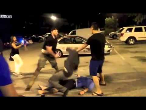 為了保護女友,他一拳一個K.O