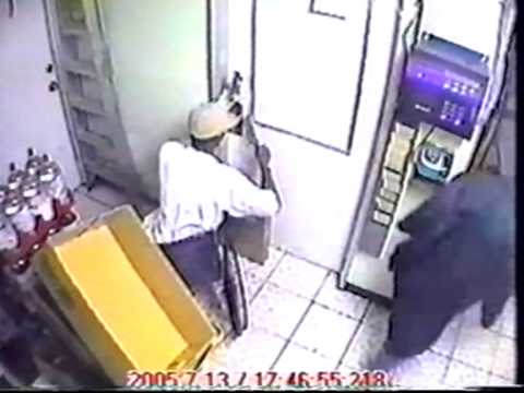 Wheelchair thief - Daylight robbery of gas station