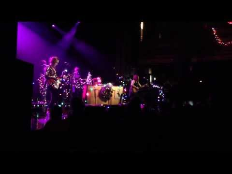 Ingrid Michaelson - Ingrid Michaelson (with Bess Rogers and Allie Moss) performs