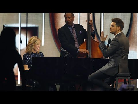 "Diana Krall And Michael Bublé Perform ""Love"" 