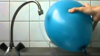 Уникален Трик с балон и вода!!! Вижте!!!