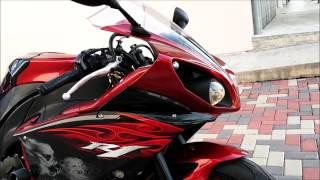 10. 2011 Yamaha YZF-R1 Startup, Walkaround & Exhaust Sound