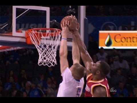 Terrence Jones blocks Kyle Singler's slam from behind