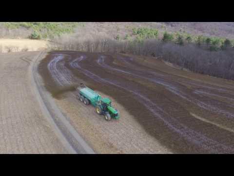 Video Spreading Liquid Cow Manure   John Deere 8420 Houle 6300 download in MP3, 3GP, MP4, WEBM, AVI, FLV January 2017