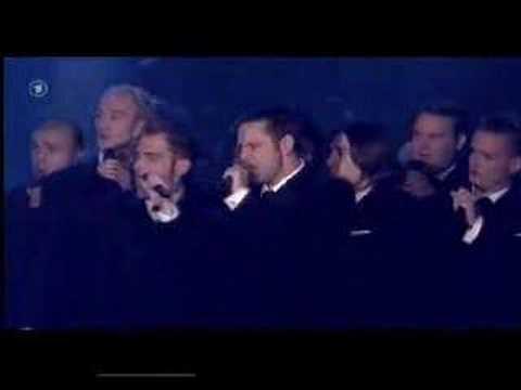 Tekst piosenki The Ten Tenors - Dancing Queen (ABBA cover) po polsku