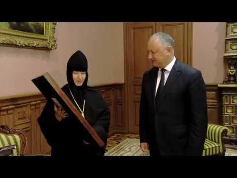 Глава государства передал в дар Монастырю Жапка икону, полученную от игумена Ватопедского монастыря