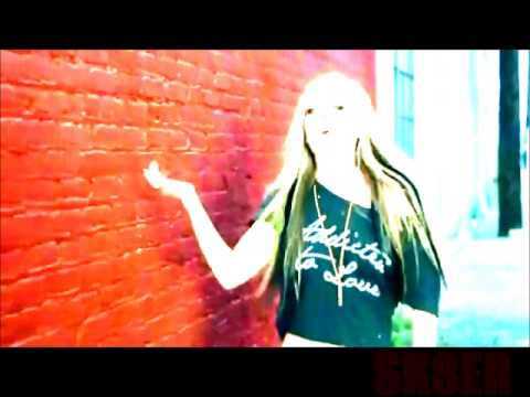 AVRIL LAVIGNE - WHAT THE HELL OFFICIAL MUSIC VIDEO