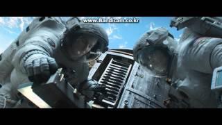 Nonton Gravity Scene Explorer Gets Hit By Debris Film Subtitle Indonesia Streaming Movie Download